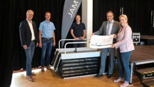 JAM jetzt 100% barrierefrei! Hublifter für Bühne angeschafft
